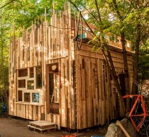 streifenholz 1.9.2015 - Die Nest-Fassade ist im Werden